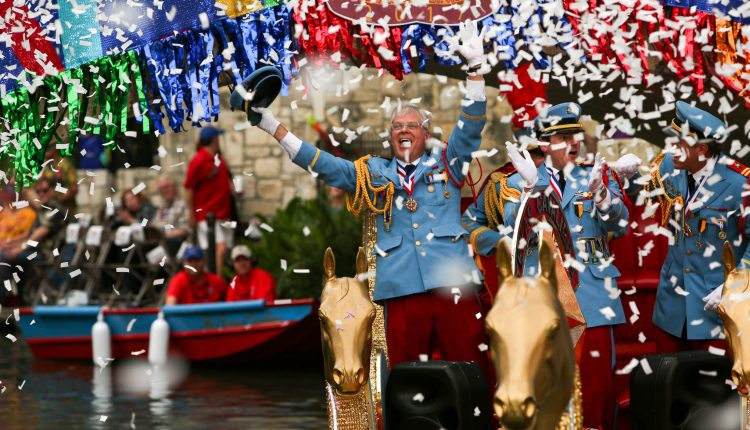ScottBall_Cavaliers_River_Parade_King_Antonio_Fiesta_4-24-2017-3.jpg